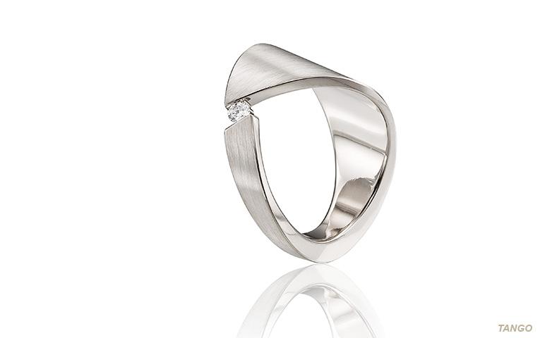 Diamanten witgouden ring aparte vorm