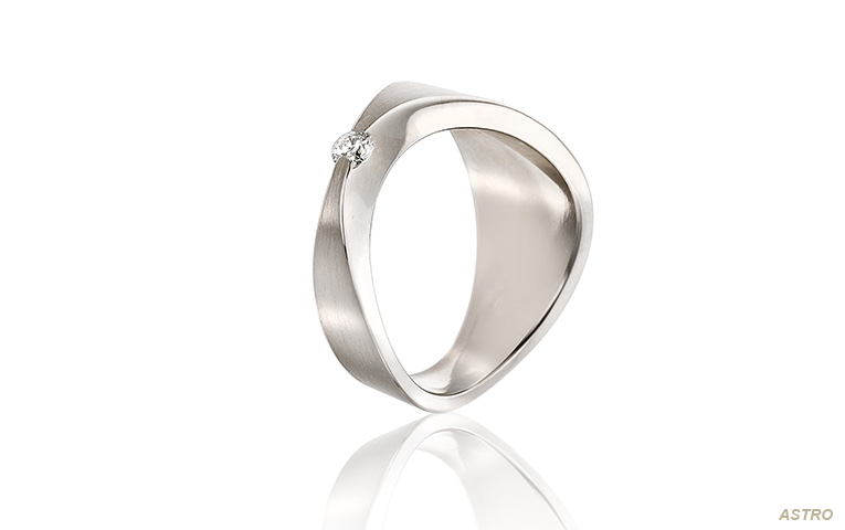 Chique trouwring witgoud met diamant