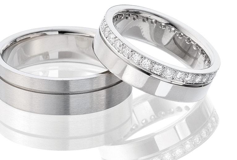 14 karaat exclusieve witgouden trouwringen met 32 diamanten