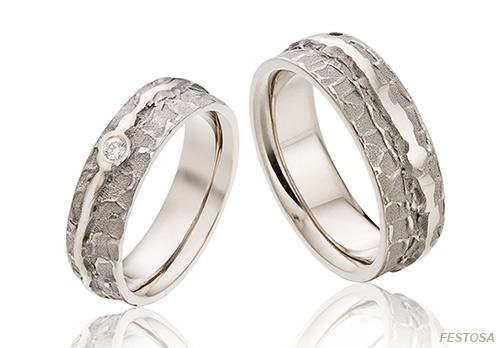 14 karaat witgouden exclusieve trouwringen in organiche stijl met een diamant