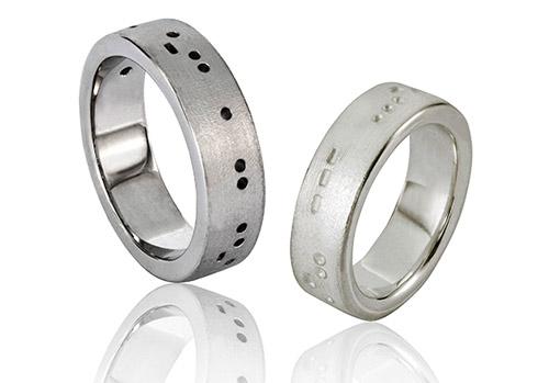 Morsecode ringen gemaakt van zilver en witgoud
