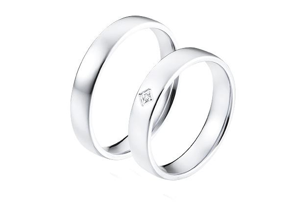 Platina trouwringen in klassieke stijl met een diamant van 0,03 crt