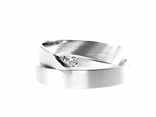 Verlovingsring met een trouwringen gecombineerd