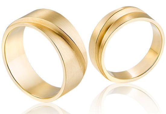 brede stoere ringen in 14 krt goud met een robuuste vormgeving