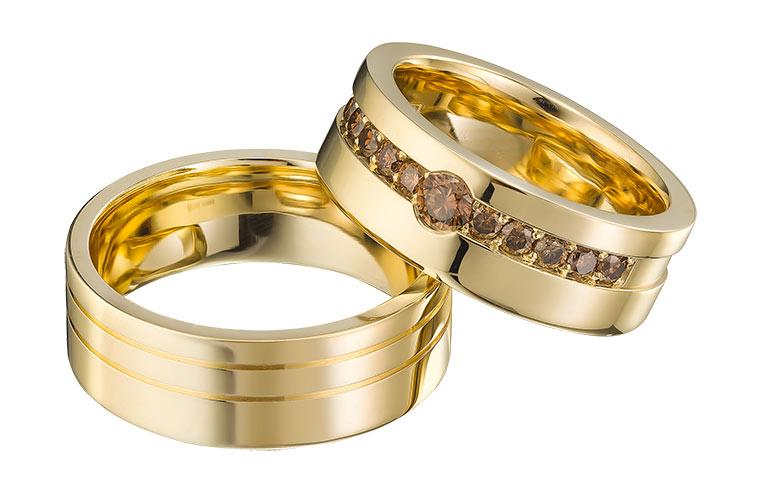 gouden trouwringen met 11 cognac diamanten
