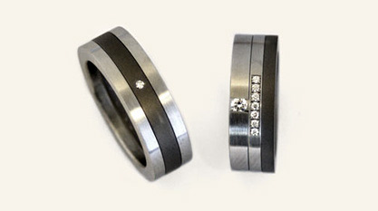 trouwringen edelstaal en zirkonium en negen diamanten