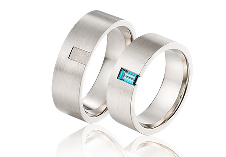 witgouden trouwringen blauwe baguette diamant