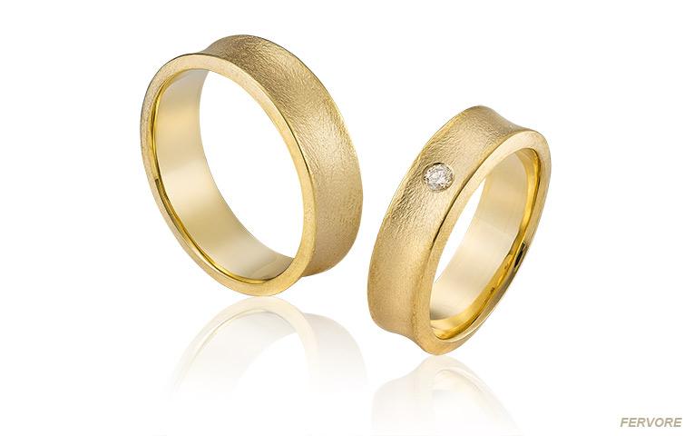 trouwringen van speciaal mat goud met diamant