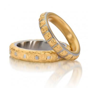 Speciale trouwringen in staal en goud