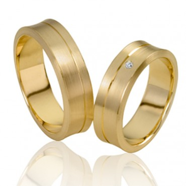 1 paar 14 krt geelgouden trouwringen met een briljant van 0,05 crt in de damesringin