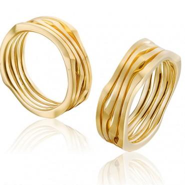 Trouwringen van goud in een aparte vormgeving