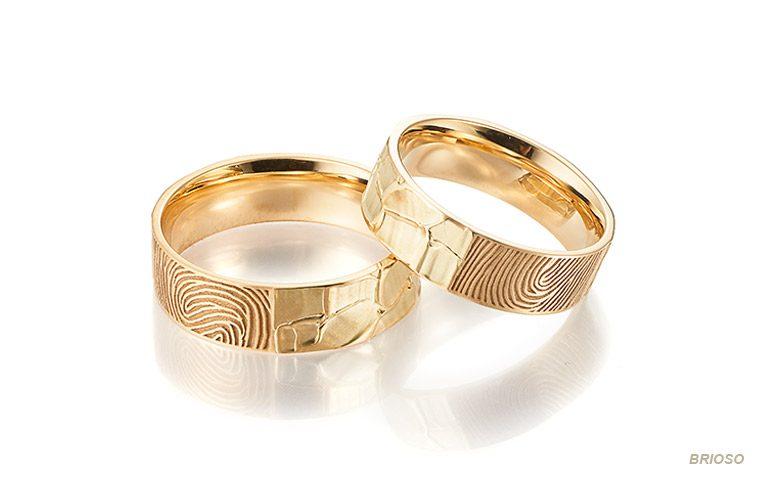 Brede trouwringen met vingerafdruk van 14 krt goud