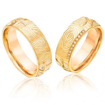gouden trouwringen met vingerafdruk en 10 briljanten