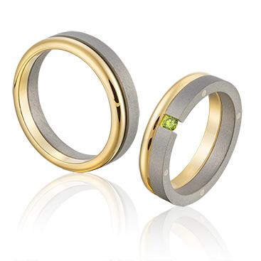 Titanium trouwringen met groene briljant