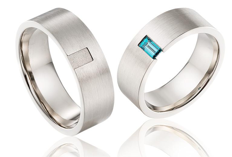 14 karaat witgouden trouwringen met een blauwe diamant in de damesring